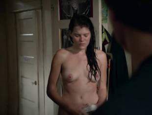 emma greenwell topless to drop the towel on shameless 1586 10