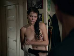 emma greenwell topless to drop the towel on shameless 1586 14