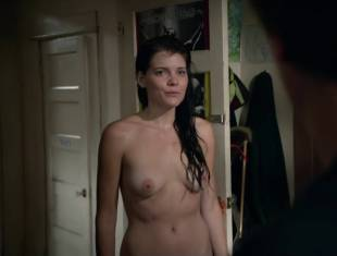 emma greenwell topless to drop the towel on shameless 1586 4