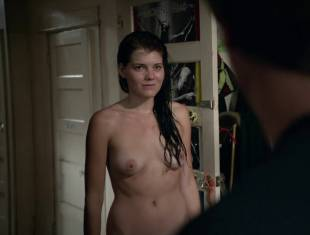 emma greenwell topless to drop the towel on shameless 1586 6
