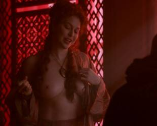 esme bianco topless for the man on game of thrones 4016 10