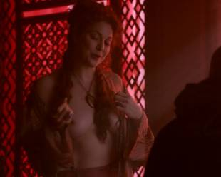 esme bianco topless for the man on game of thrones 4016 11