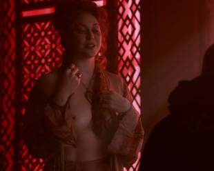 esme bianco topless for the man on game of thrones 4016 12