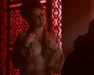 esme bianco topless for the man on game of thrones 4016 13