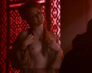 esme bianco topless for the man on game of thrones 4016 14