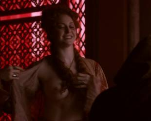 esme bianco topless for the man on game of thrones 4016 3