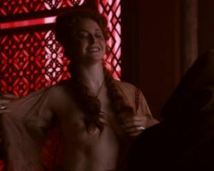 esme bianco topless for the man on game of thrones 4016 4