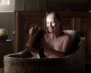 eve ponsonby topless in bath from the white queen 3095 1