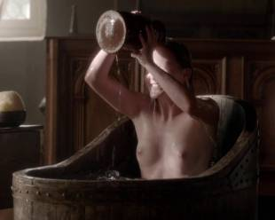 eve ponsonby topless in bath from the white queen 3095 5