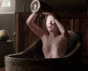 eve ponsonby topless in bath from the white queen 3095 6