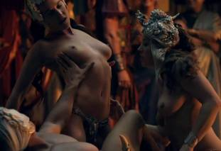 extras bring extended orgy of nude women to spartacus 0435 19