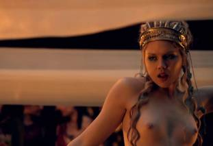 extras bring extended orgy of nude women to spartacus 0435 2