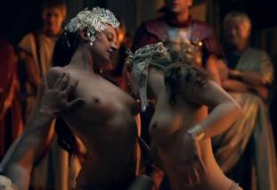 extras bring extended orgy of nude women to spartacus 0435 20