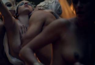 extras bring extended orgy of nude women to spartacus 0435 24