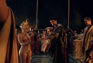 extras bring extended orgy of nude women to spartacus 0435 25