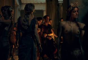 extras bring extended orgy of nude women to spartacus 0435 29