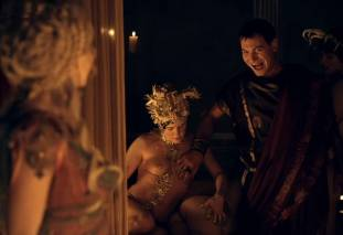 extras bring extended orgy of nude women to spartacus 0435 30