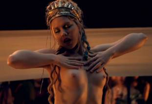 extras bring extended orgy of nude women to spartacus 0435 4
