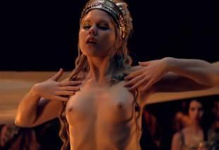 extras bring extended orgy of nude women to spartacus 0435 5