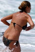 heidi klum breast slips out of bikini in hawaii 0776 10
