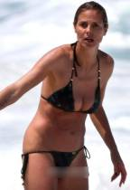 heidi klum breast slips out of bikini in hawaii 0776 8