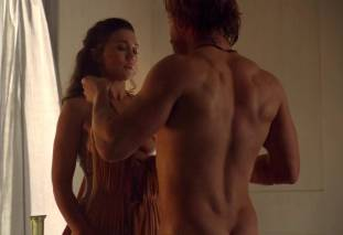 jenna lind topless on spartacus blood and sand 1307 2