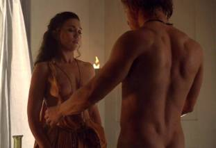 jenna lind topless on spartacus blood and sand 1307 5