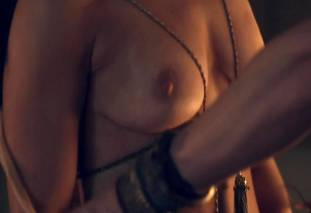 jenna lind topless on spartacus blood and sand 1307 8