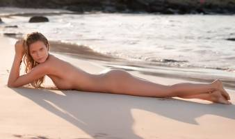kate bock nude pose for si swimsuit issue 5516 1