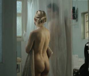 kate hudson nude for shower in good people 7131 11