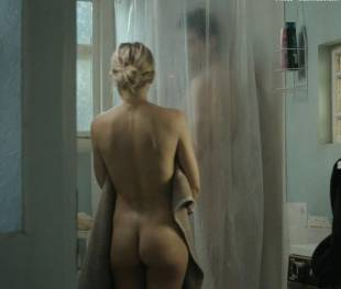 kate hudson nude for shower in good people 7131 13