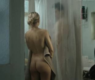 kate hudson nude for shower in good people 7131 14