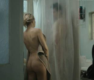 kate hudson nude for shower in good people 7131 15