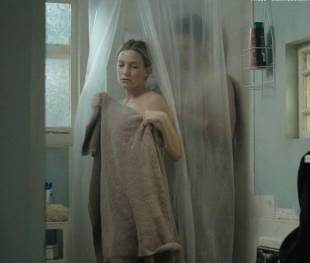 kate hudson nude for shower in good people 7131 8