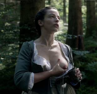 laura donnelly topless to squeeze milk on outlander 8161 14