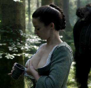 laura donnelly topless to squeeze milk on outlander 8161 18