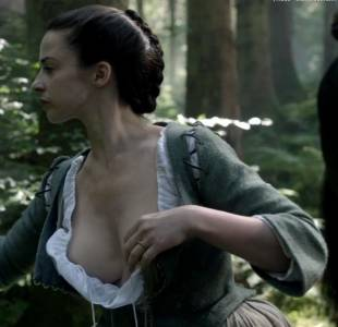 laura donnelly topless to squeeze milk on outlander 8161 20