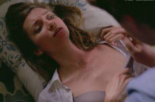 lauren lapkus topless in crashing 2295 14