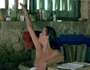 liv tyler topless in stealing beauty 9586 1