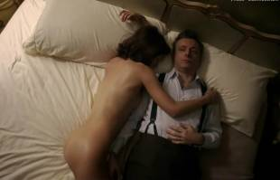 lizzy caplan nude in bed on masters of sex 8422 2
