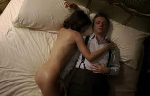 lizzy caplan nude in bed on masters of sex 8422 3