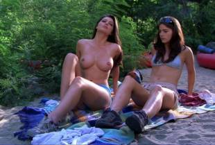 louise cliffe topless for air from wrong turn 3 1057 5