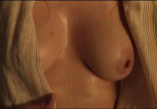lucy lawless naked to show her breasts on spartacus vengeance 7686 12