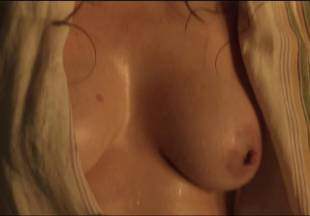 lucy lawless naked to show her breasts on spartacus vengeance 7686 13