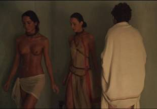 lucy lawless naked to show her breasts on spartacus vengeance 7686 16