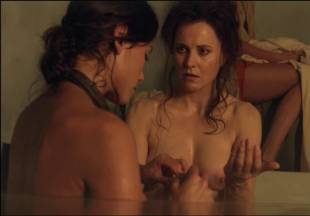 lucy lawless naked to show her breasts on spartacus vengeance 7686 5