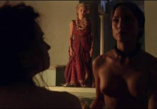 lucy lawless naked to show her breasts on spartacus vengeance 7686 7