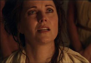 lucy lawless naked to show her breasts on spartacus vengeance 7686 9