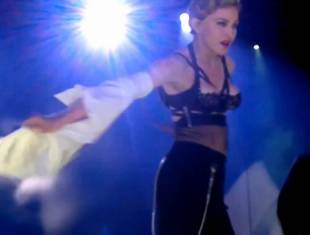 madonna pulls down bra to expose her breast in istanbul 2989 1