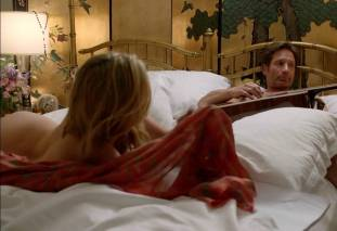maggie grace ass bared in pillow talk on californication 9780 18